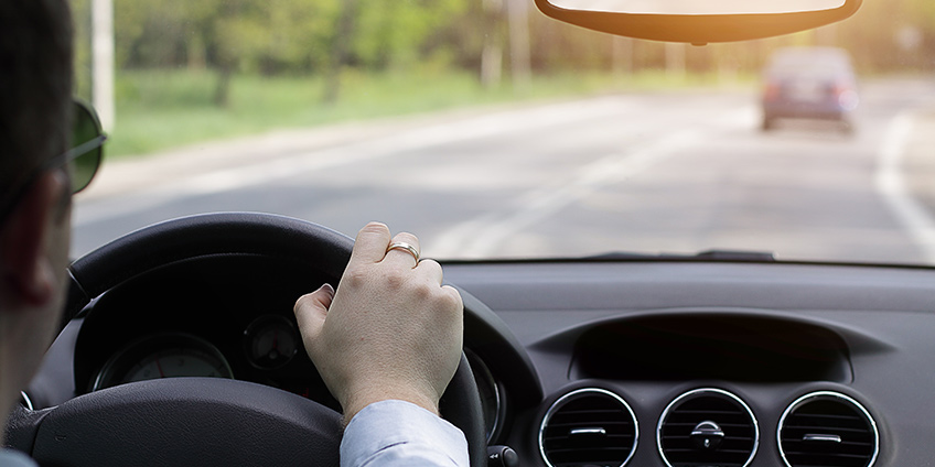 Auto Glass Or Windshield Needs Repair And Replacement: 5 Red Flags From Car Experts